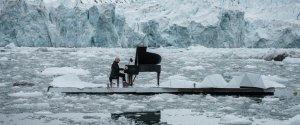 ludovico einaudi ברסיטל צף באוקיינוס הארקטי עבור גרינפיס