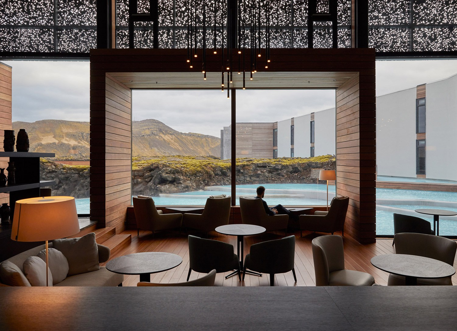 The-Retreat-Hotel-at-Blue-Lagoon-in-Grindavik-Iceland-Yellowtrace-01