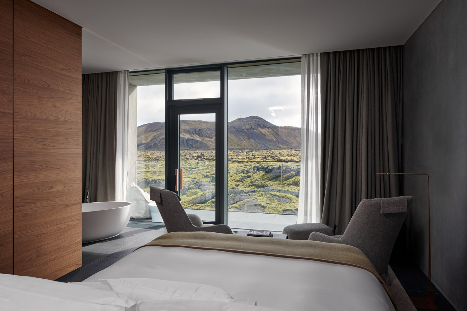 The-Retreat-Hotel-at-Blue-Lagoon-in-Grindavik-Iceland-Yellowtrace-18