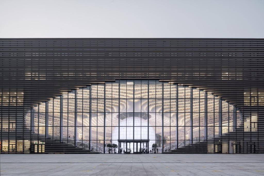 הספרייה הציבורית The Binhai New Area Library בעיר טיאנג'ין, בסין