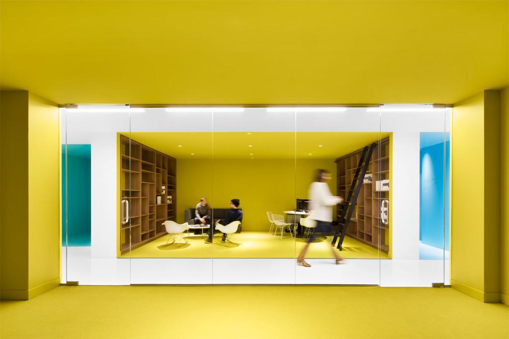 הגדרת חללים במשרד בפוליאסטר צבעוני