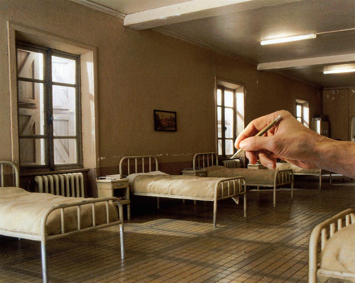 Hyperrealistic-Miniature-Film-Sets-3