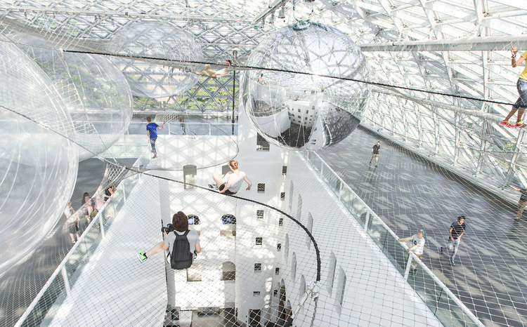 Interactive-Art-Installation-People-Play-Art-Suspended-1C