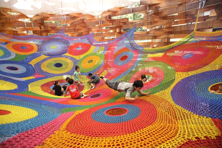 Interactive-Art-Installation-People-Play-Art-Suspended-3B