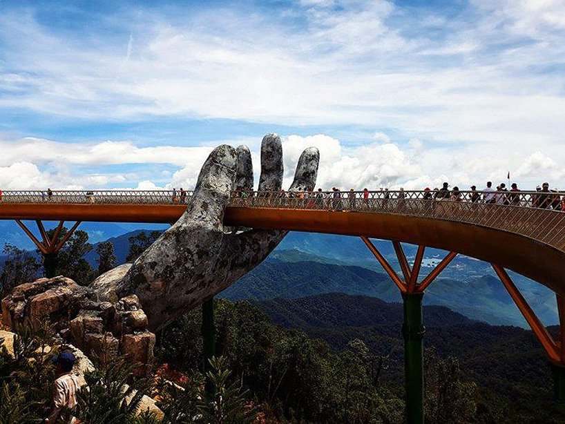 giant-hands-golden-bridge-vietnam-designboom-1
