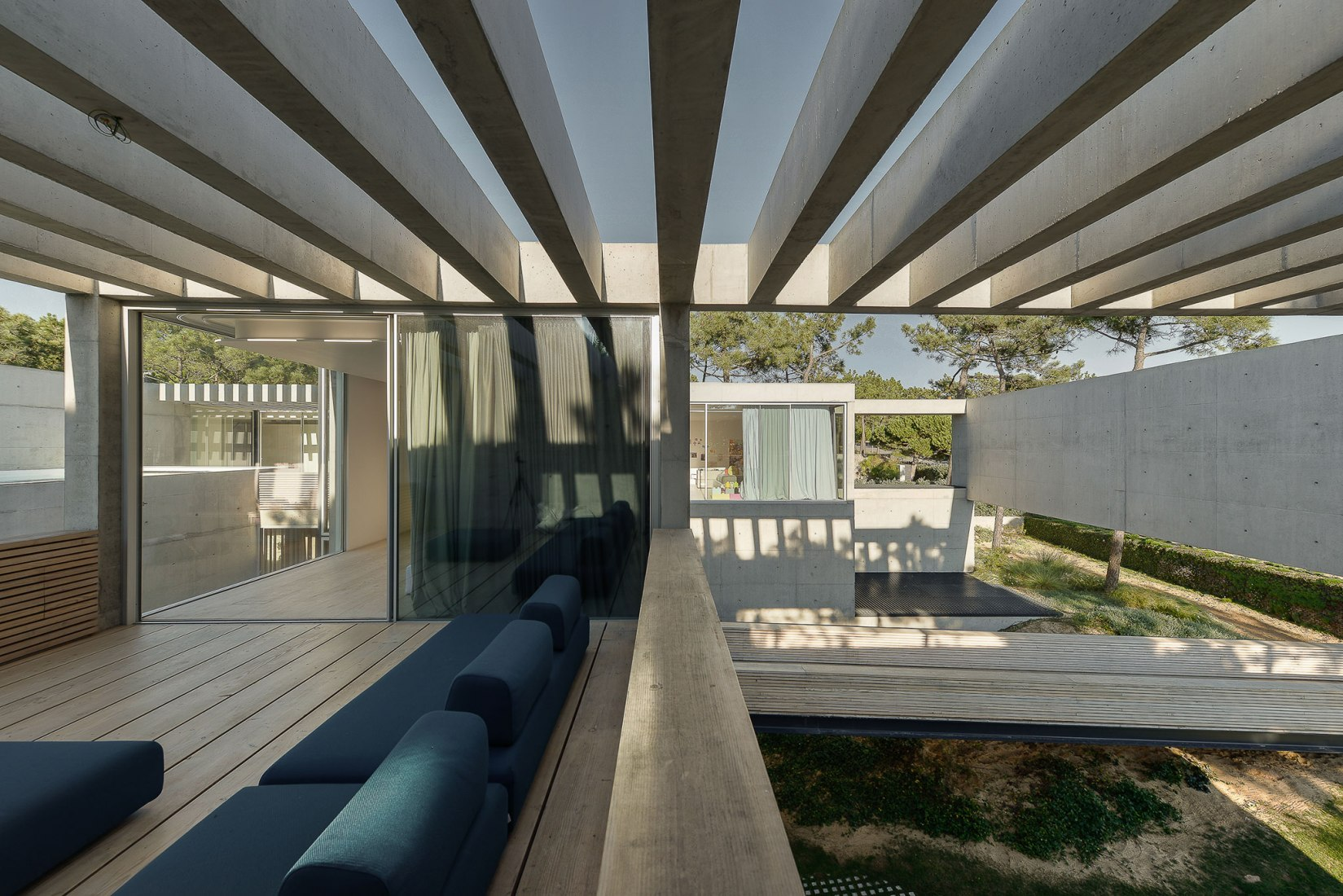 metalocus_guedes_cruz_the_ward_house_31