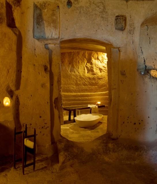 sextantio-le-grotte-della-civita-interior-design-bath-k-02-x2