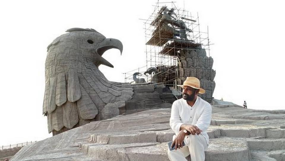אמן זה בילה 10 שנים ביצירת פסל ציפור הגדולה בעולם