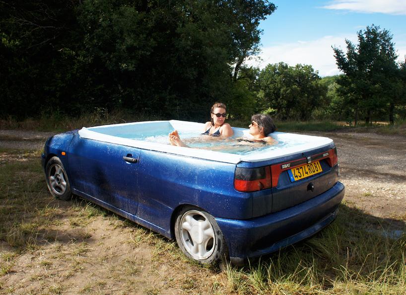 האמן הצרפתי הזה מציע לכם ג'קוזי בתוך המכונית