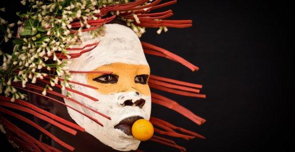 הצלמת של היופי הנשי של שבטים נדחים בעולם