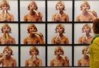 הפולנים יצאו לרחובות, לאחר שהמוזיאון החרים יצירת אמנות פמיניסטית של אשה אוכלת בננה