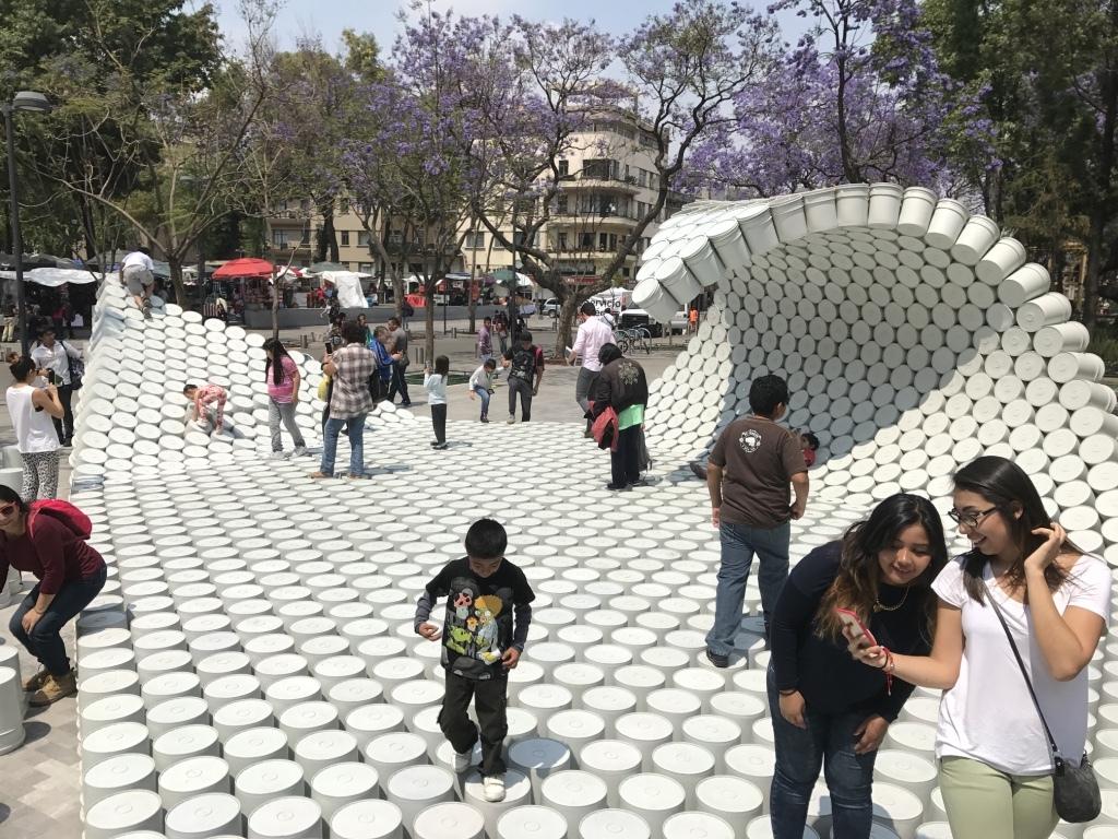 שטיח מדליים של שיפוצניקים, במיצב במקסיקו