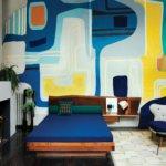 בדירתה התיאטרלית של סוחרת אמנות בפאריז