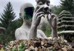 פסלי ענק של אלים מיסטיים בפסטיבלי מוזיקה