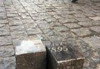 רחובות פראג מרוצפים במצבות של יהודים