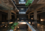 מלון אלגנטי, בתוך חורבה ישנה