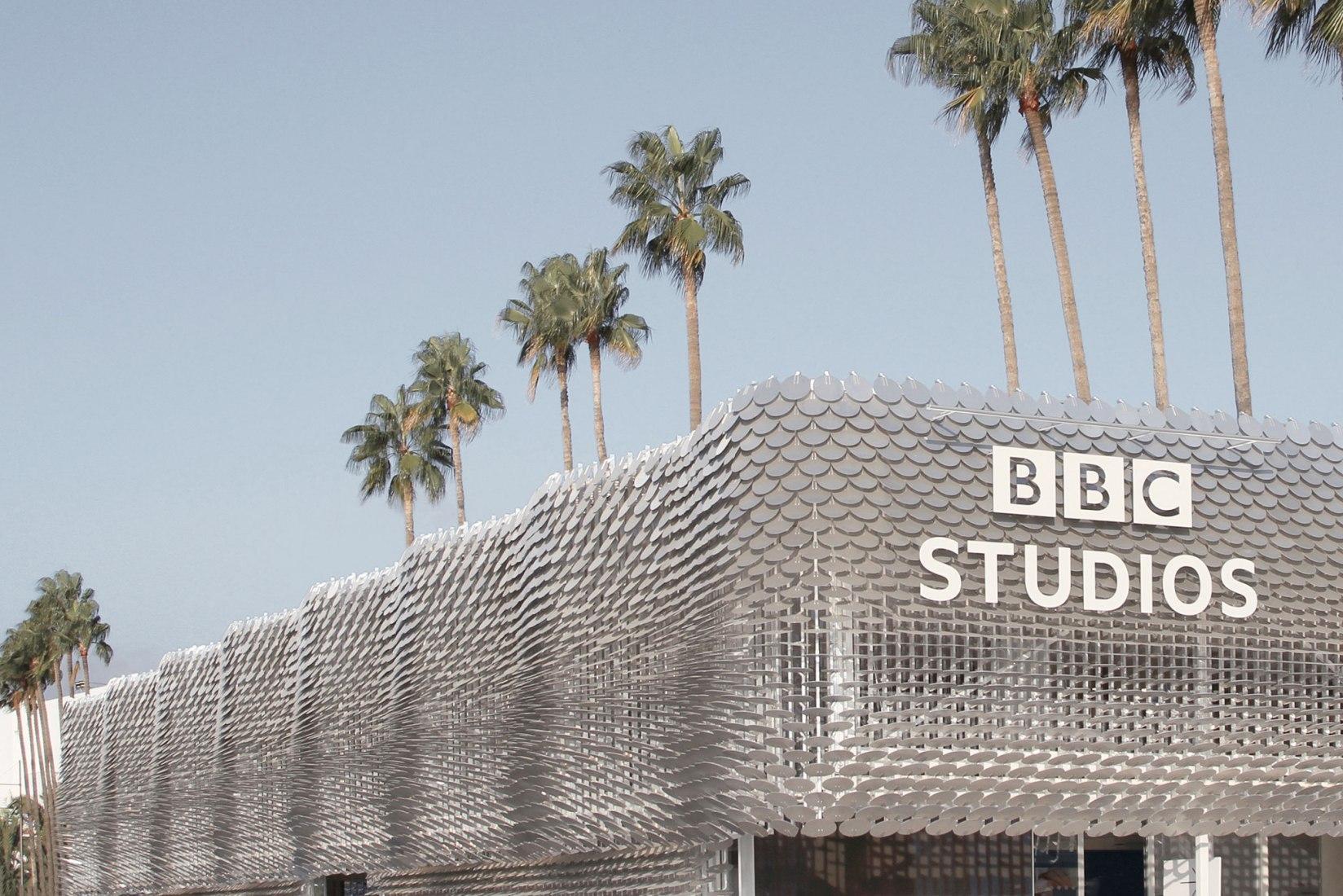 מעטפת אורגנית לפביליון אולפני BBC בקאן