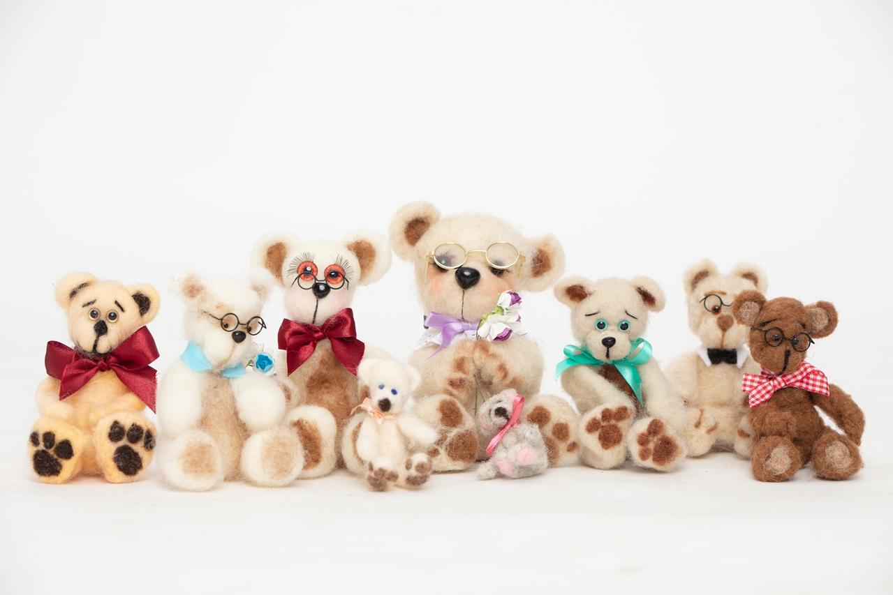 """""""כן דובים ולא יער"""" – תערוכת דובי צעצוע"""