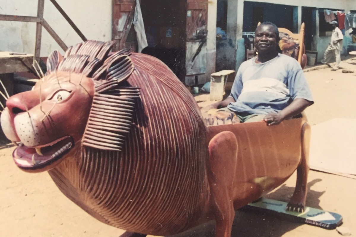 בגאנה מעצבים ארונות קבורה עם פנטזיות