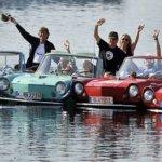 חובבי הנהיגה במכונית – בים