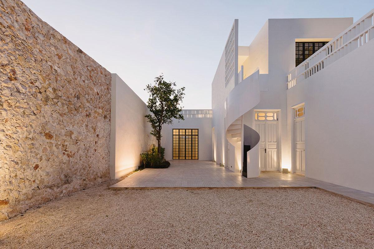 תאורה אמנותית בבית מגורים במקסיקו