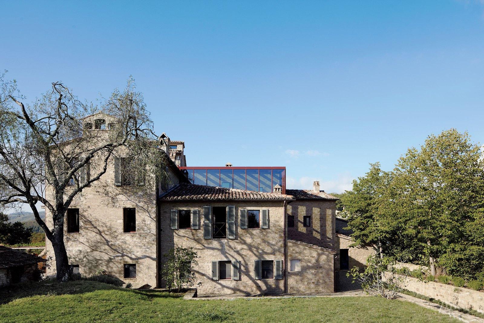 מתחם נופש בבתי חווה איטלקיים מהמאה ה-11