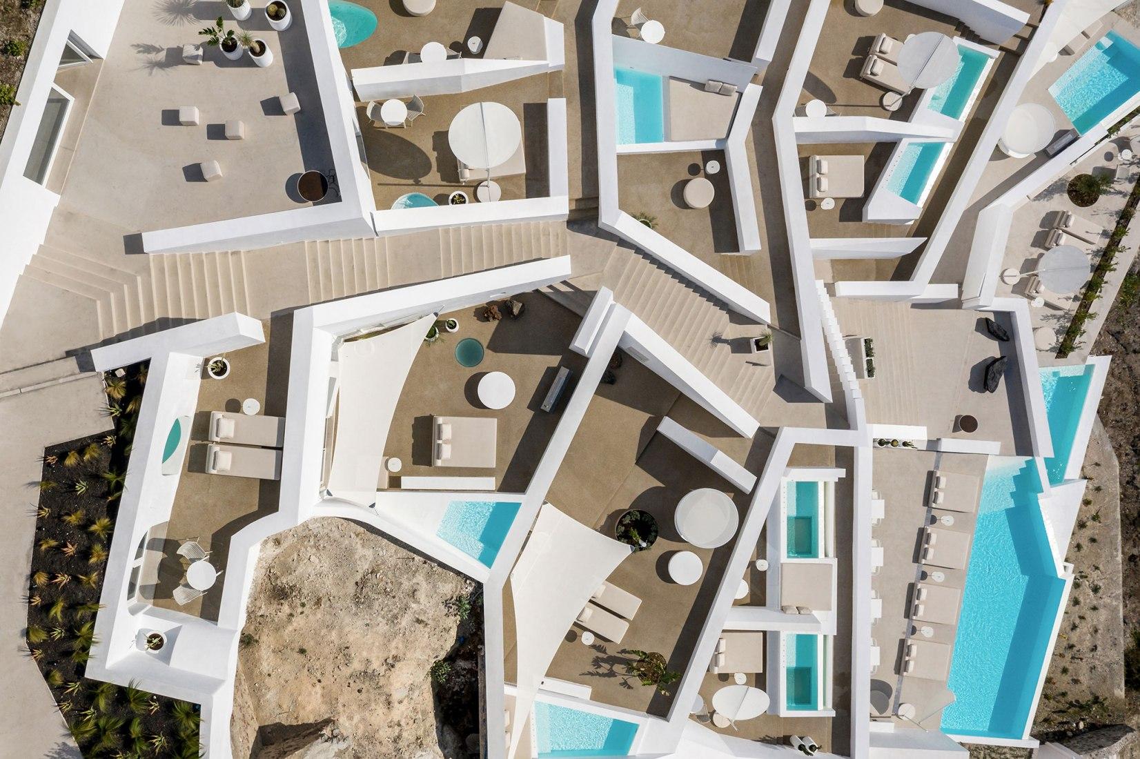 שקיעה מרהיבה ב-Oia: מלון Saint Hotel בתכנון  Kapsimalis Architects