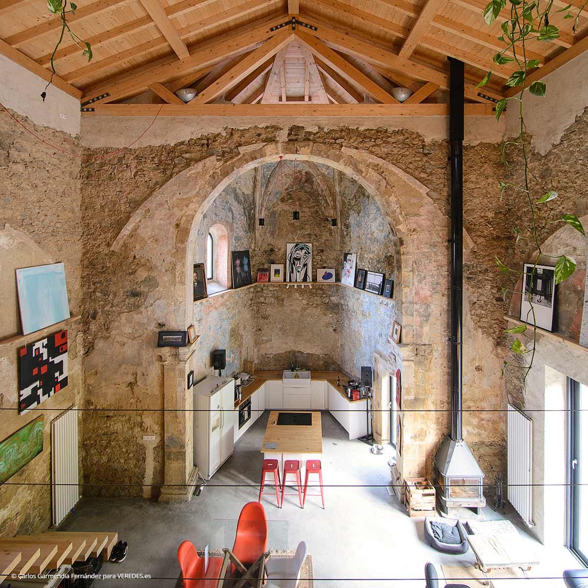 בית מודרני בתוך כנסיה מהמאה ה-16