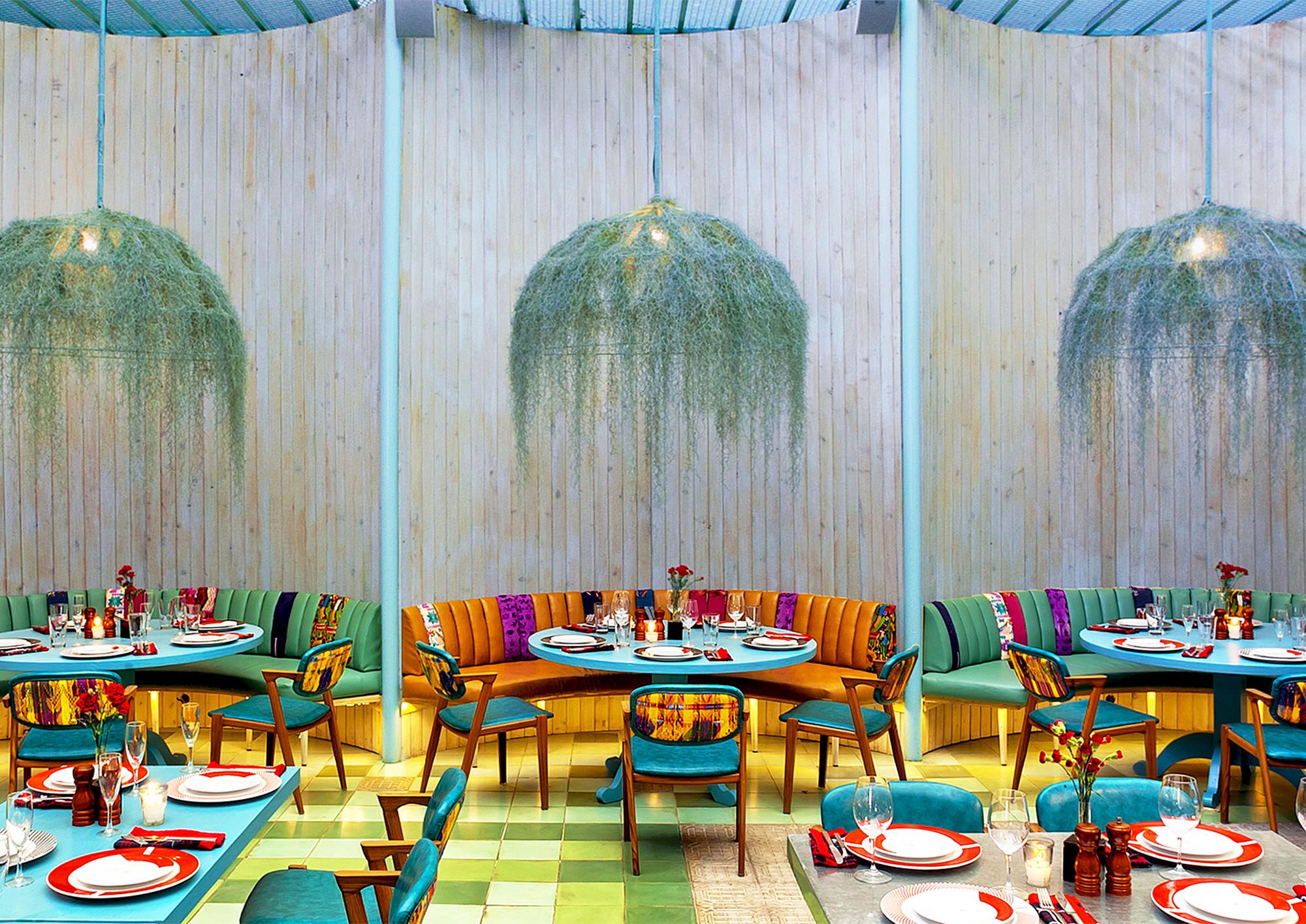 נווה מדבר טרופי בתוך כאוס עירוני: מסעדת Fjordenhus