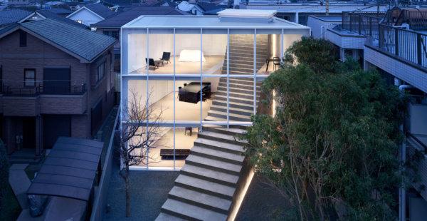 גרם מדרגות המאחד שני חלקי בית