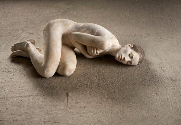 פסלי העץ מלאי החיים של האמן Bruno Walpoth