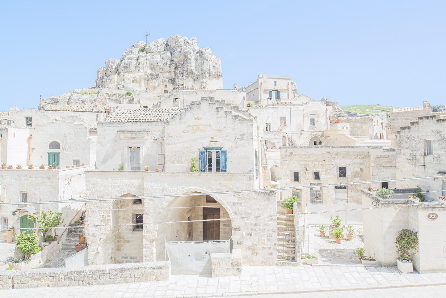 רומנטיקה בעיירת המערות העתיקות MATERA