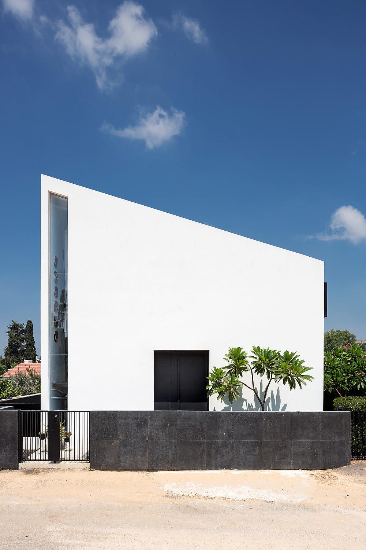 בית מודרני בכפר