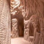 מערות מגולפות בעבודת יד מתחבאות בניו מקסיקו