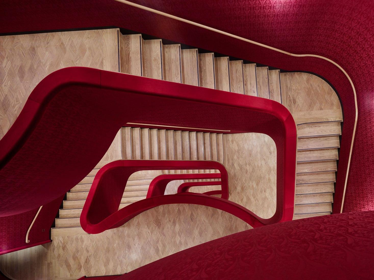 אולם ניאו-בארוקי בבזל, בתכנון Herzog & de Meuron