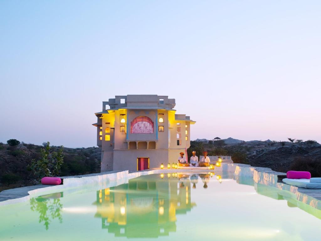 מלון מבוץ בהודו