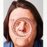 האמנית Justine Khamara יוצרת פסלים מתצלומים