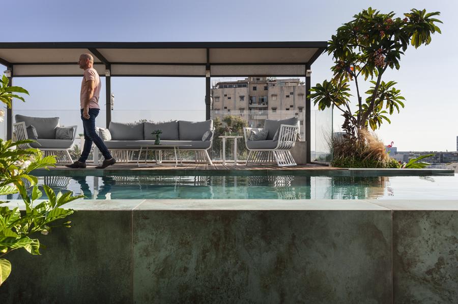 פנטהאוז בהרצליה עם בריכה על הגג / ניצן הורוביץ
