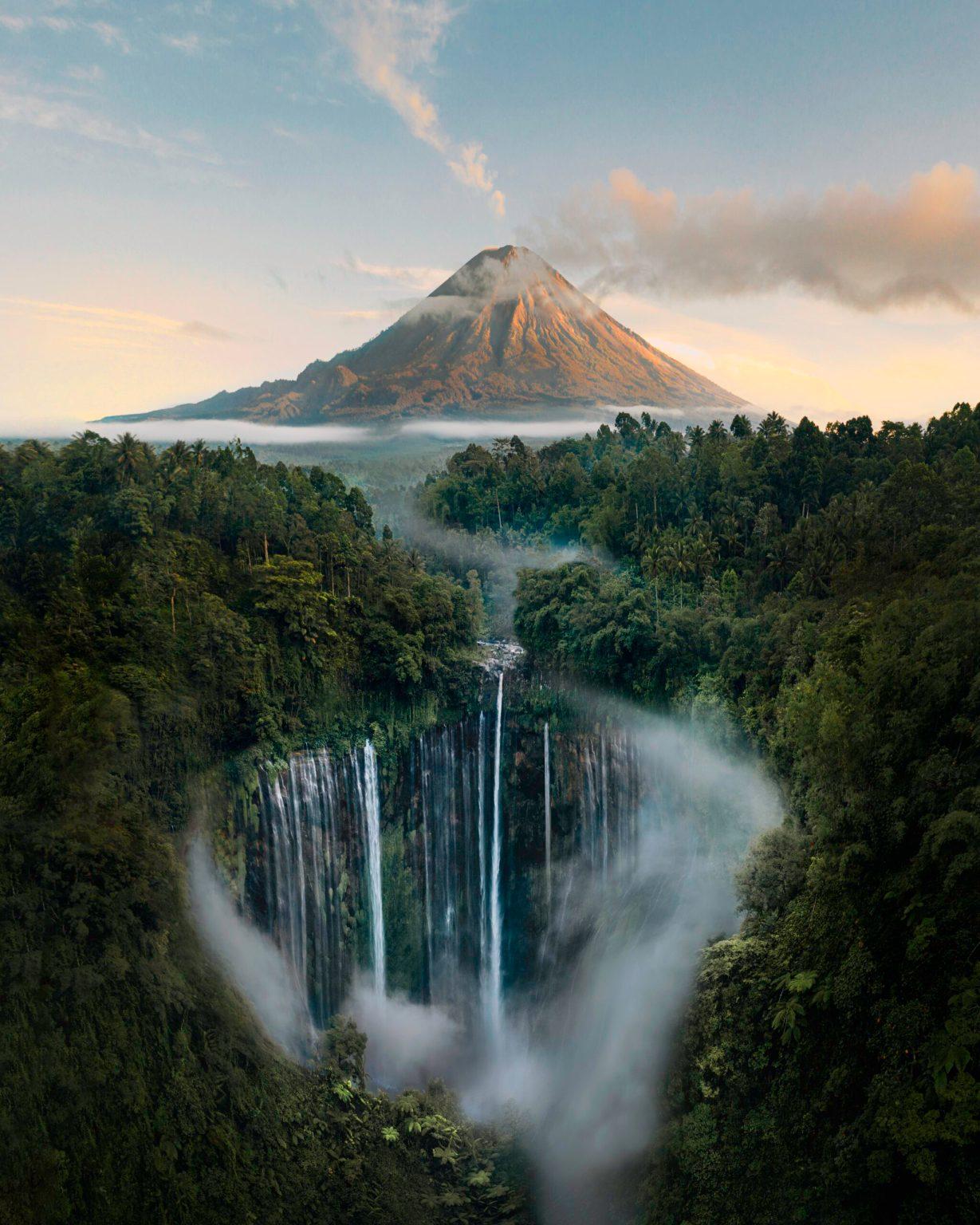 מפגש בין געש לשלווה: מפלי Tumpak Sewu Waterfalls, ג'אווה, אינדונזיה