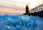 אגם מישיגן הקפוא התנפץ למיליוני חתיכות