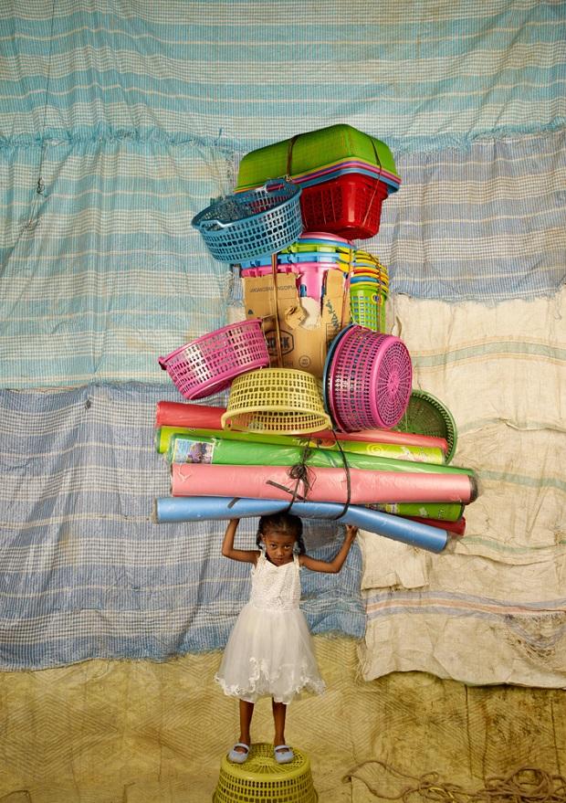 כמה חפצים אפשר לשאת על הראש / Floriane de Lassée