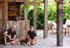 בתוך ביתו של Anderson Cooper ב-Trancoso, ברזיל