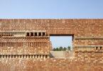 מבנים מלבני טראקוטה אדומות