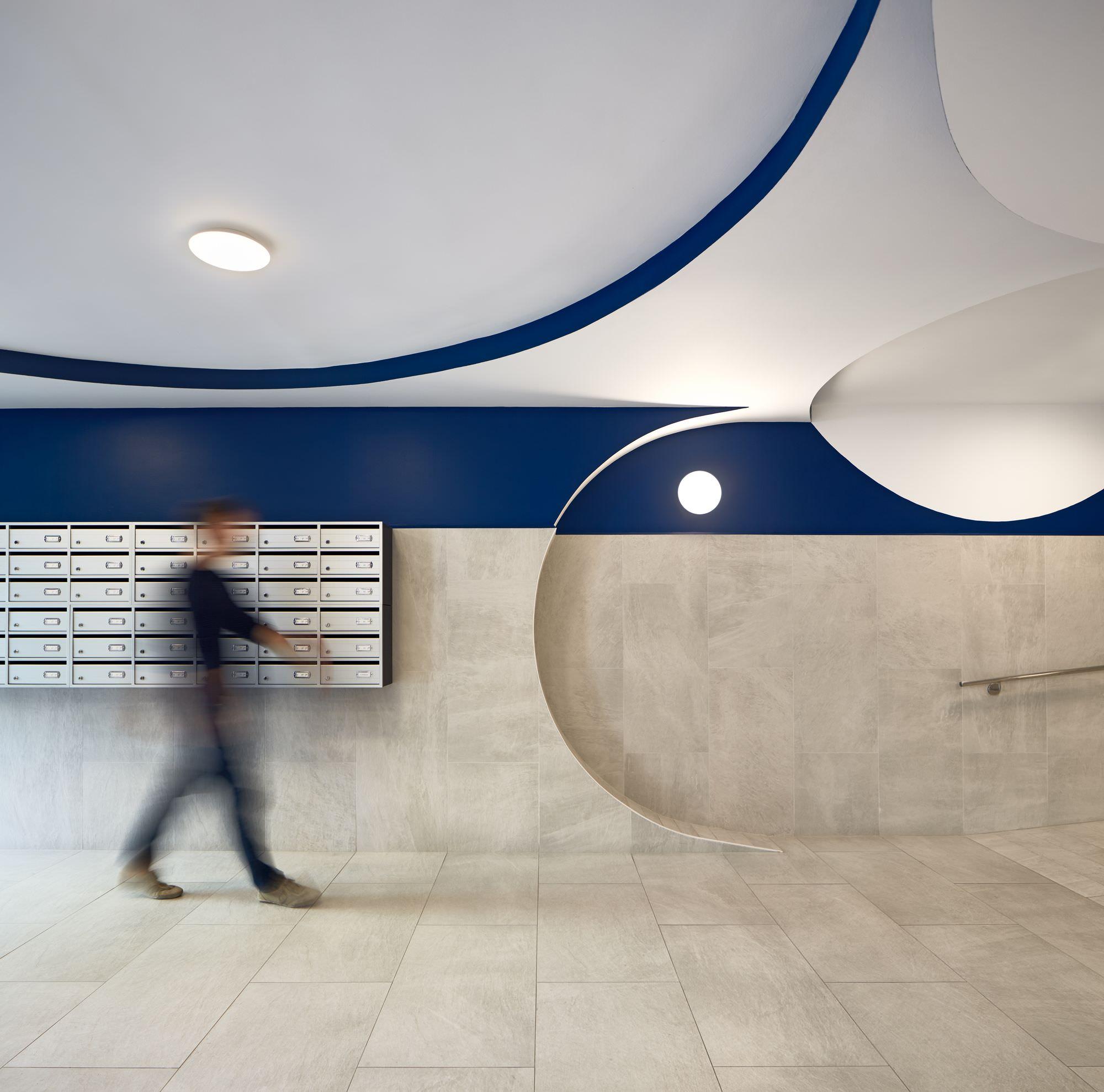 גם מבואת כניסה של בניין מיושן, יכולה להיות מעוצבת עם מעוף