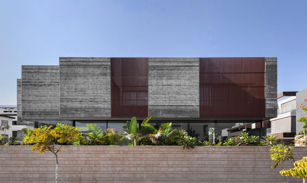 בית הבטון האפור הוא הדרמה-קווין בשכונה