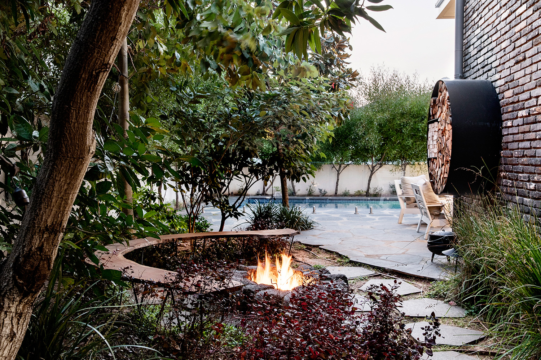 וילה עם פינת מדורה בחצר