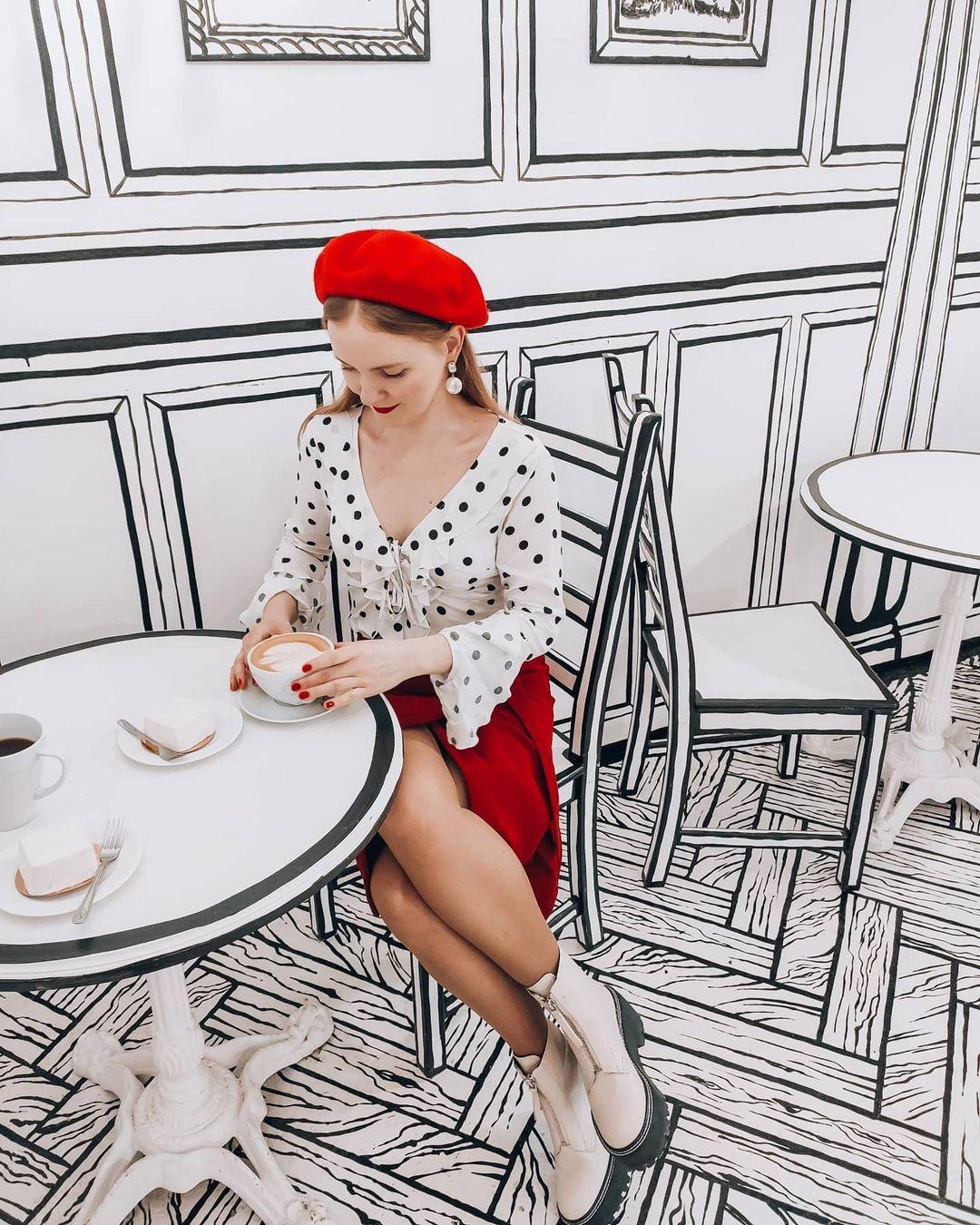 בית קפה במוסקבה מעוצב כמו מתוך דף קומיקס
