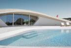 בית ביוון המכוסה בגג ירוק בצורת איפסילון