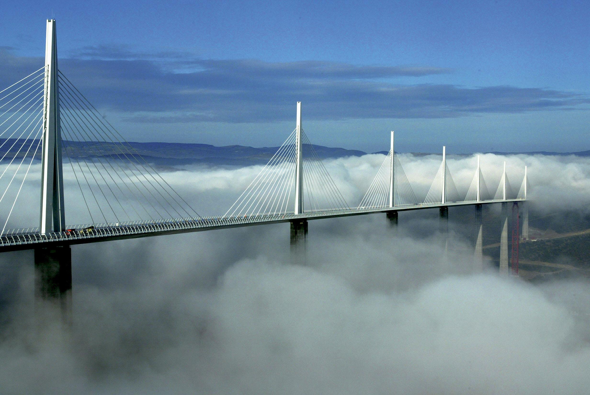 הגשר הענק בעולם והגשר המסוכן בעולם