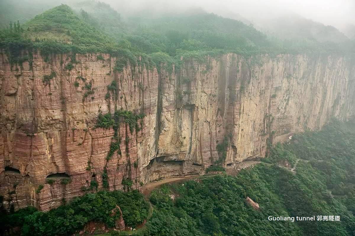 תושבי כפר חצבו ביד מנהרת הרים כדי להתחבר לעולם החיצון